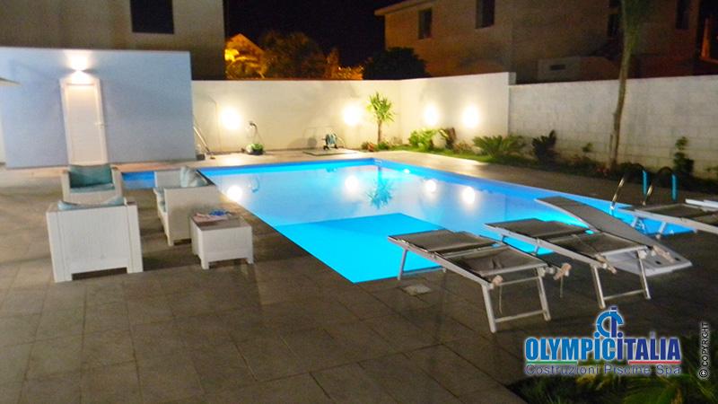 Costruzione piscina Caltanissetta luce a led
